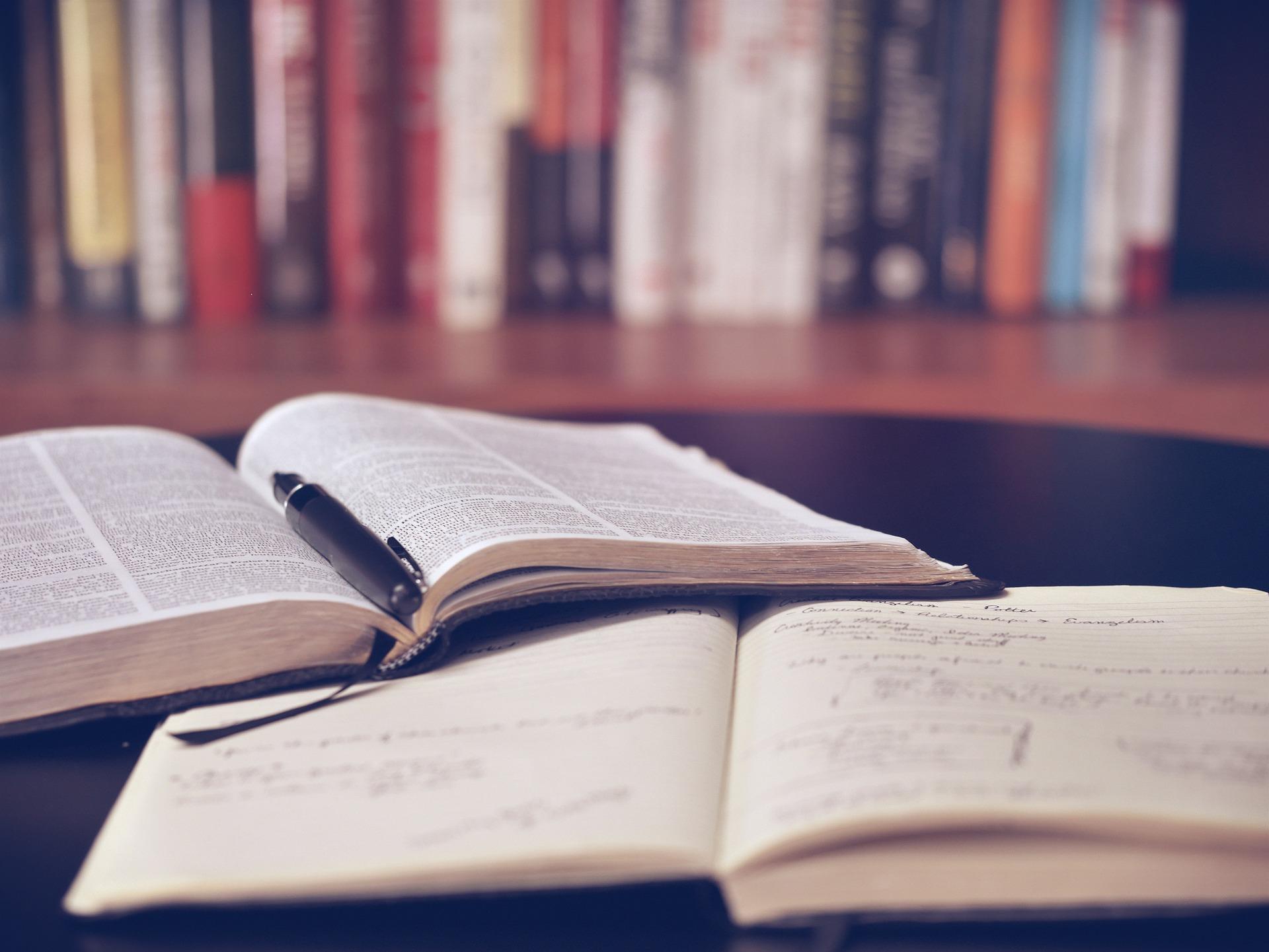 まだ悩んでるの?就活の業界研究に必ず役立つおすすめ本を4冊ご紹介