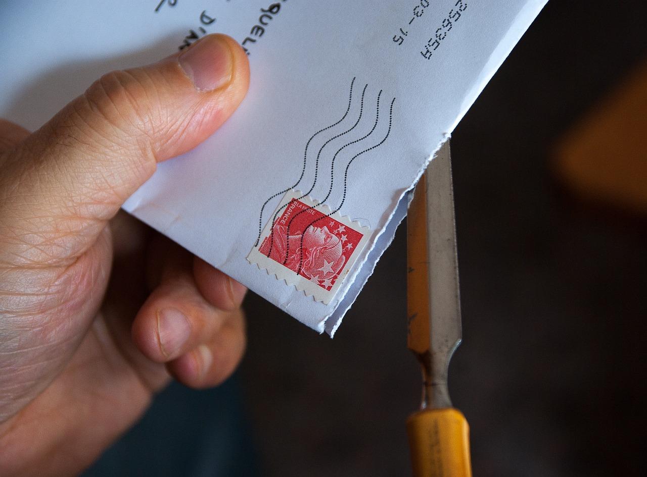 間違えたら即終了?エントリーシートを封筒で郵送する際の入れ方とは