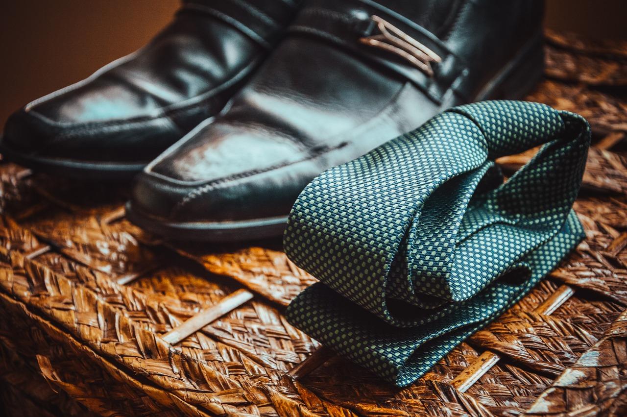 リクルートスーツの正しい着方や選び方を紹介!【動画付き】