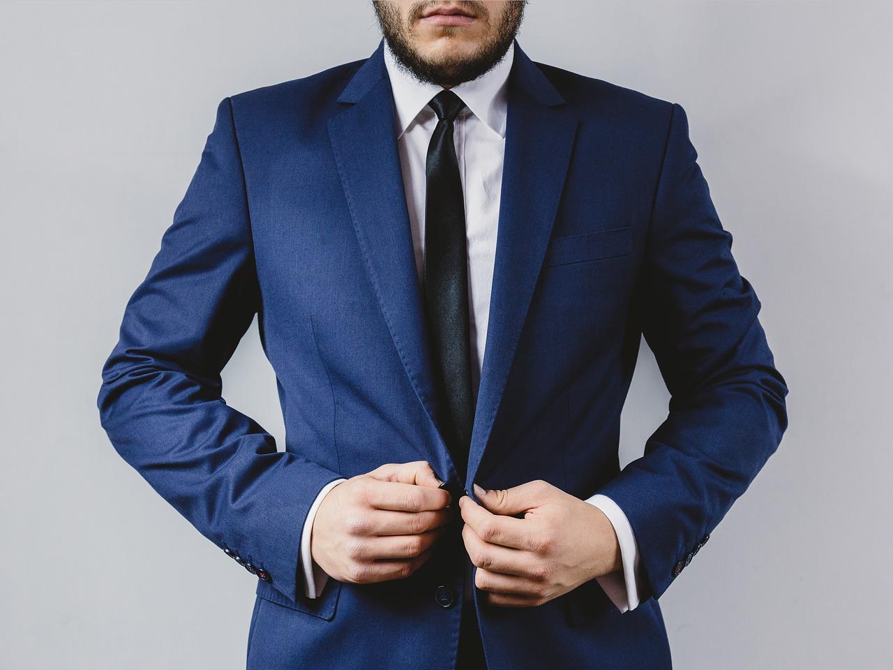 リクルートスーツのネクタイの選び方を徹底紹介!好印象の色は何色?