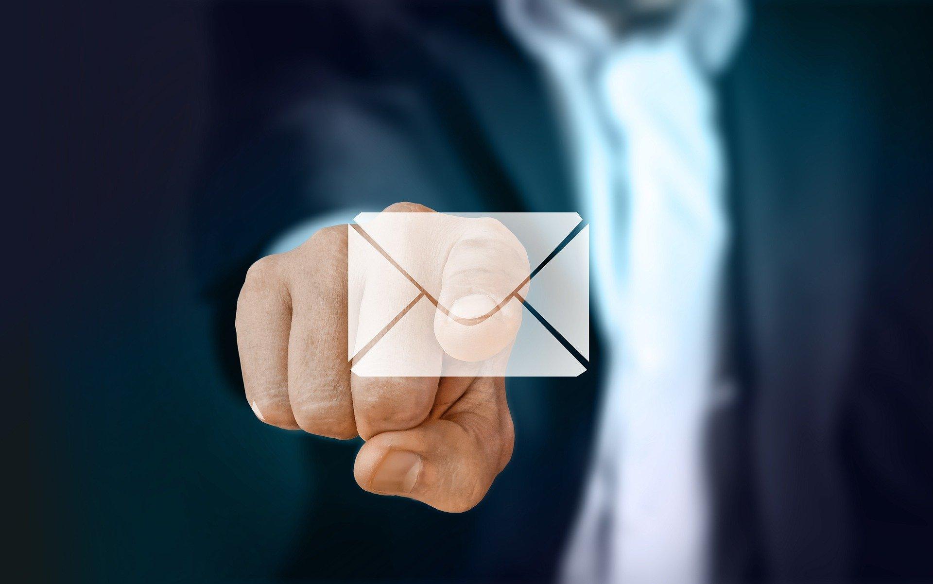 内定承諾はメールがベスト?失敗しない2つのポイントと例文を解説