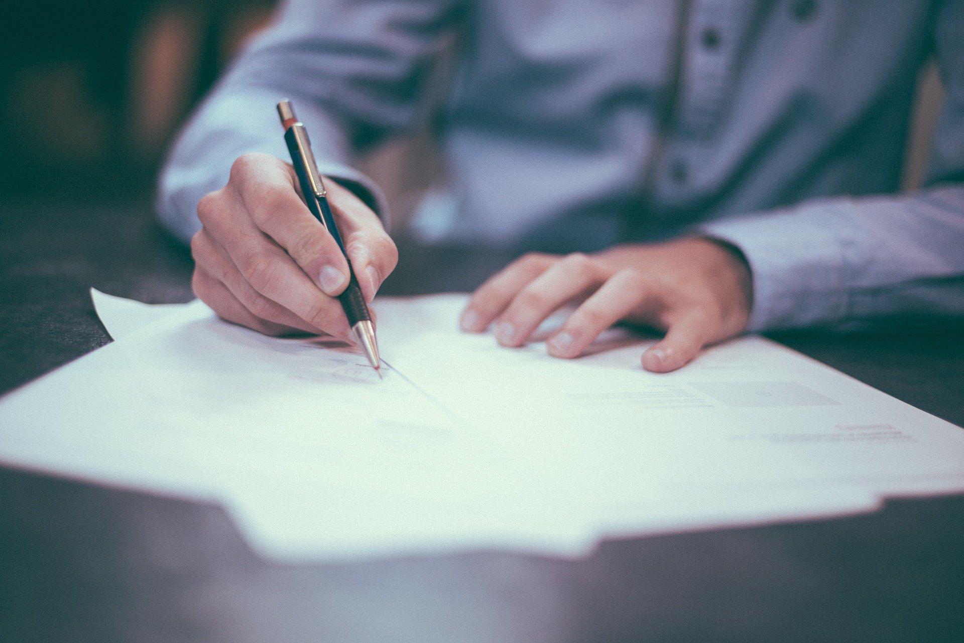 就活で初めて封筒を書くけど書き方がわからない!失敗しないコツと必須道具を紹介!