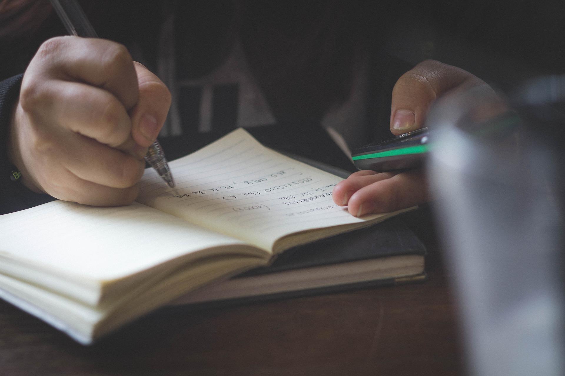 就活の小論文の失敗しない8つの書き方とは?例文テーマ6選や注意点も紹介!