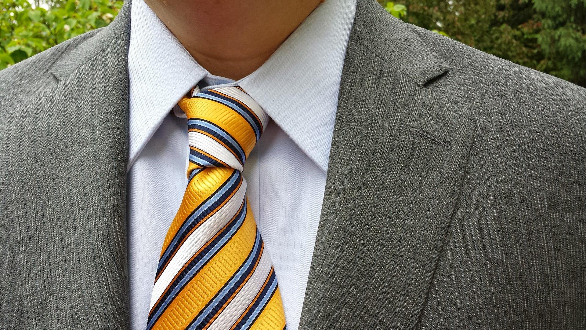 就活生必見!面接の成功率を左右する正しいネクタイの結び方5選と選び方