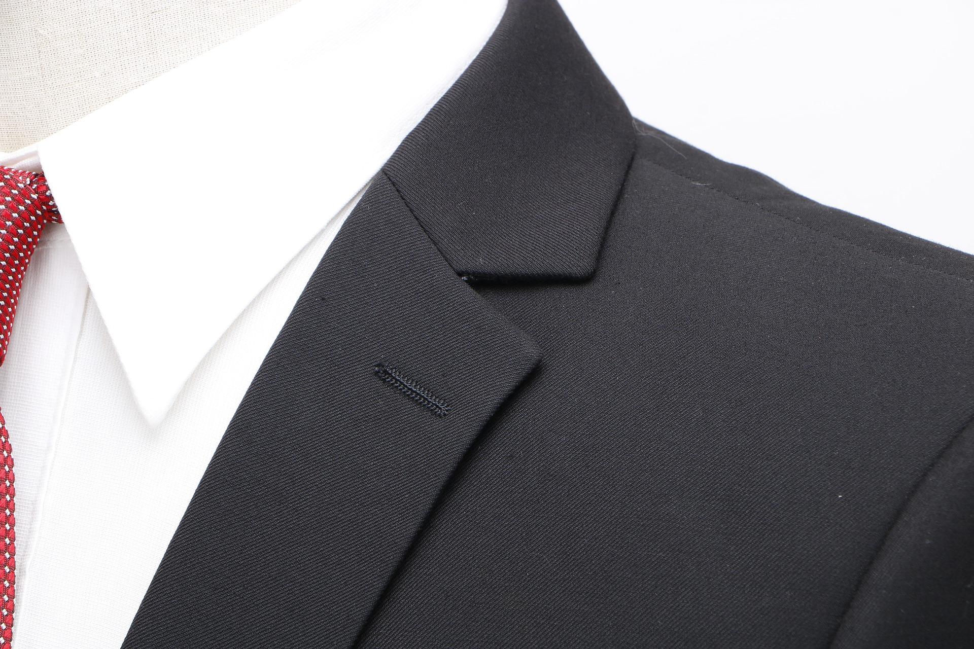 就活用のワイシャツの選び方!失敗しない襟・袖・ボタンや人気ブランドも紹介!