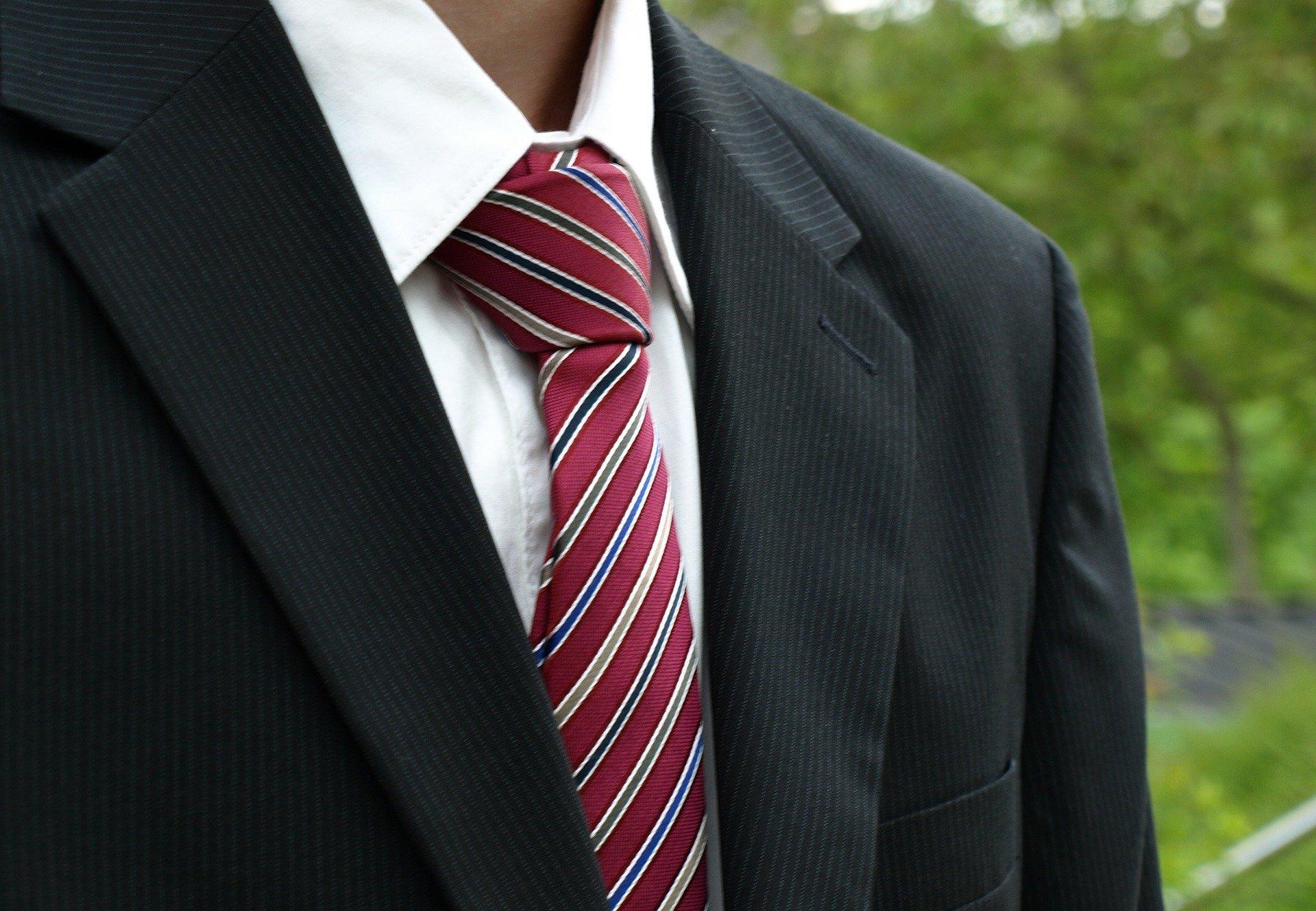 就活証明写真のネクタイの失敗しない選び方3つ!注意点や結び方も!